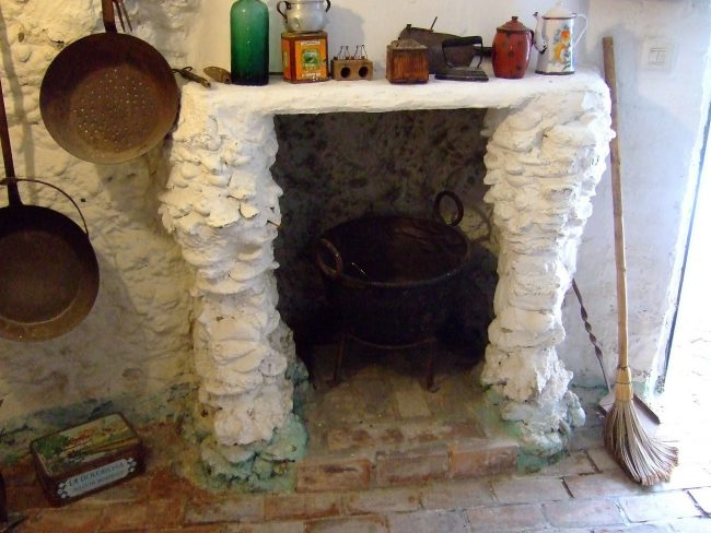 Cave House Kitchen In Granada Featured In The Luna Legacy