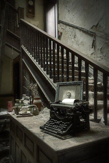 Abadoned Mansion Typewriter